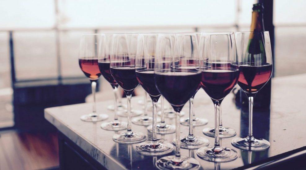 come si degusta il vino